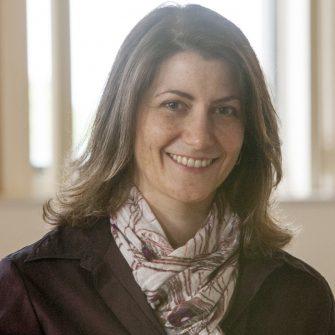 Lisa deBettencourt headshot