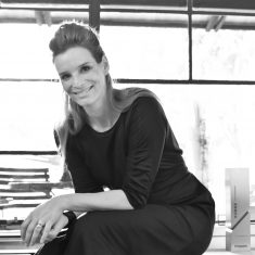 Eva Schone headshot